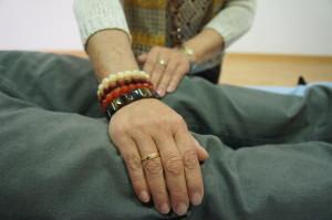 Imposición de manos e rodillas